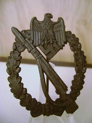 Unmarked Infanterie Sturmabzeichen (Can the maker be identified?)