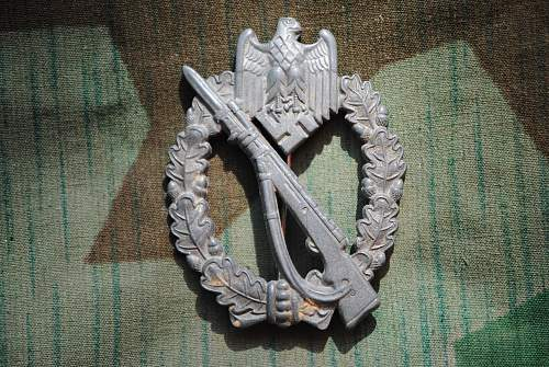 Click image for larger version.  Name:robs militaria 001.jpg Views:54 Size:361.7 KB ID:726192