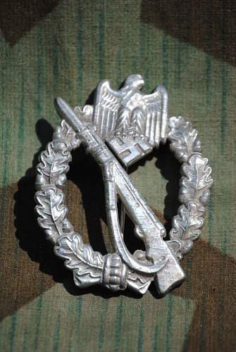 Click image for larger version.  Name:robs militaria 100.jpg Views:44 Size:337.2 KB ID:728406