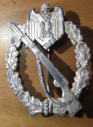 Infanterie Sturmabzeichen in Silber, is it right.