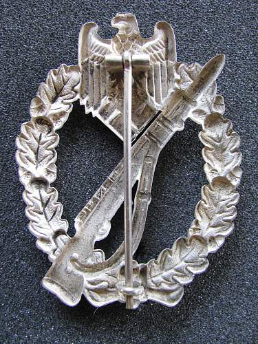 Infanterie Sturmabzeichen in Silber: would this one be a Mayer or Schickle?
