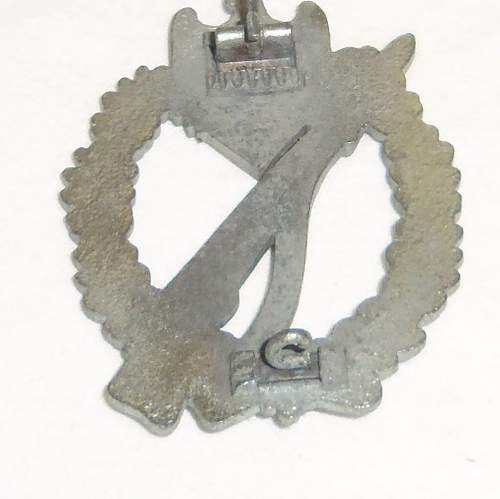 Infanterie Sturmabzeichen in Silber,BSW late war crimp set up?