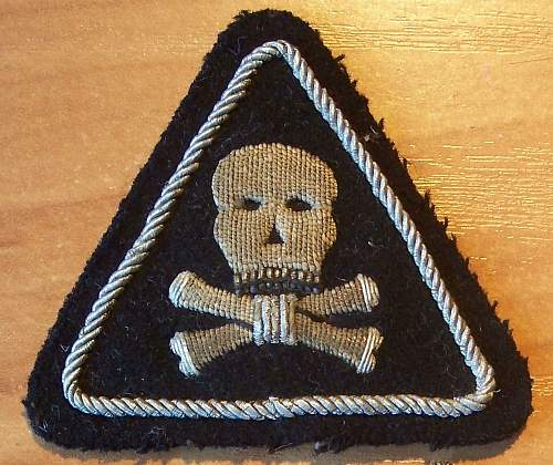 WWII Poland cloth title with unknown Formation sign and skull cross bones