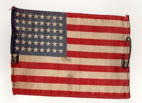 Can anybody help me out with this US flag with safety pins?