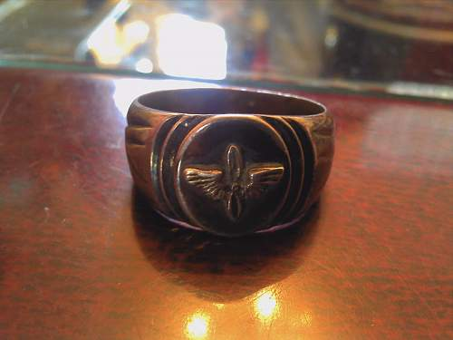Can anybody help me identify this ring?