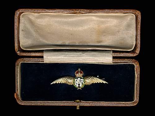 RAF badge, Need HELP! :)