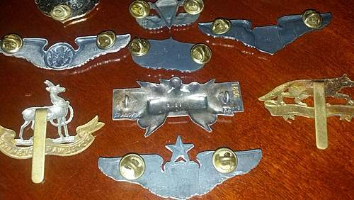 Lot of stuff here I need to sort out, US British, SAC badge, Wings, and mystery Tank Badge