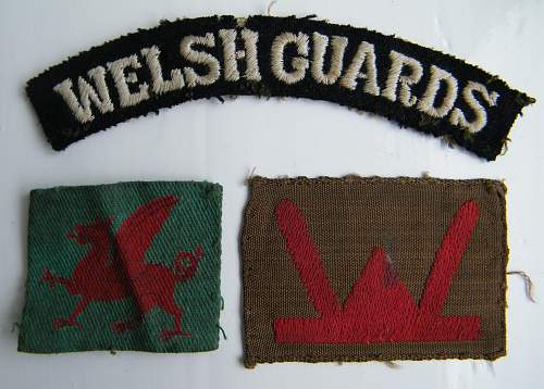 Cloth shoulder titles and formation patches