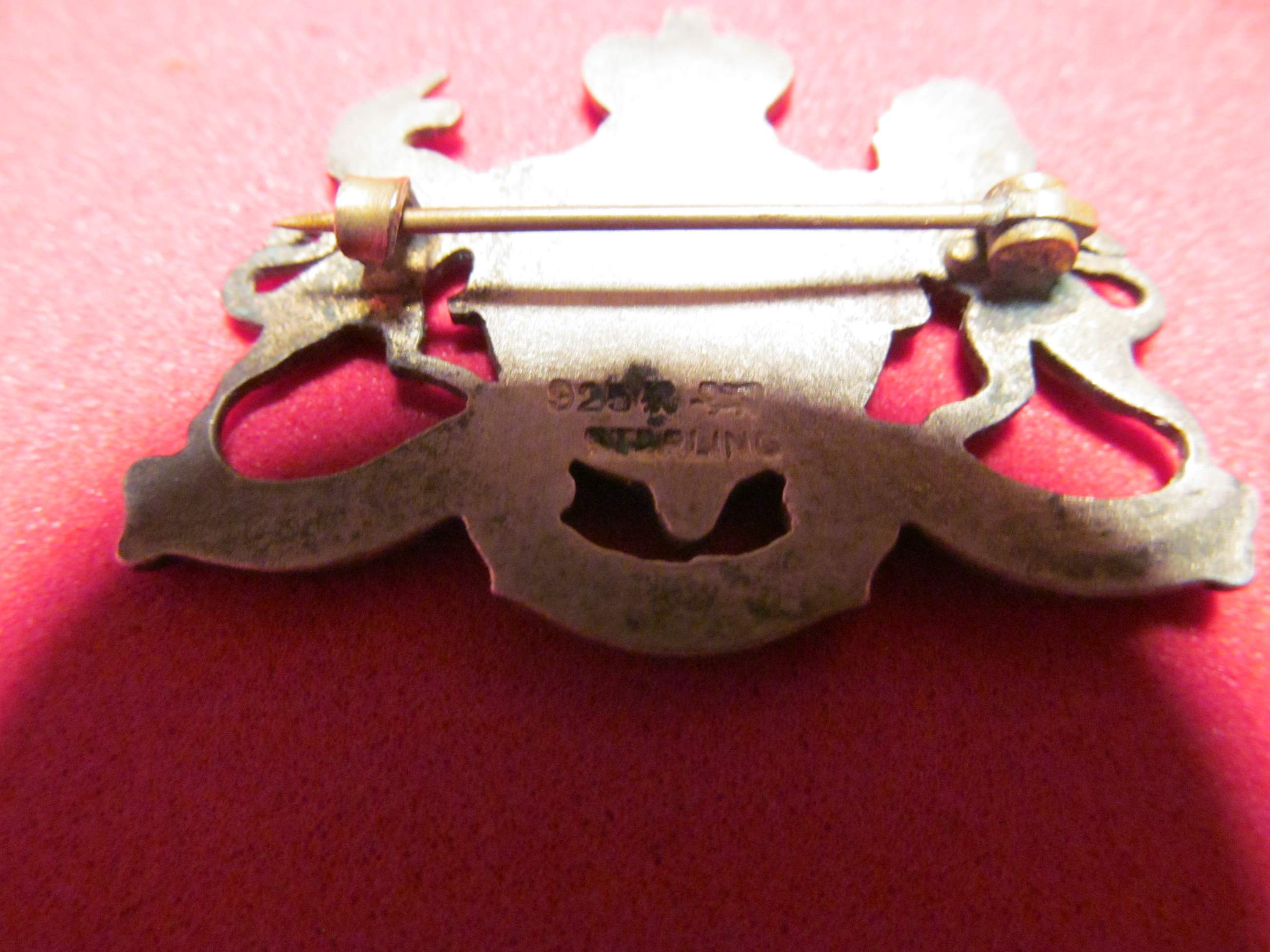 Nice Quality Enamel Pin Brooch British Coat of Arms