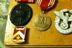 Identifying distinctive unit insignia
