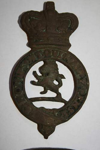 Help with British cap badge