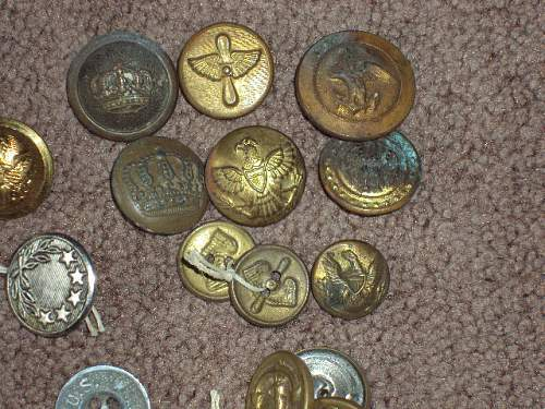 Military buttons or commercial junk ??