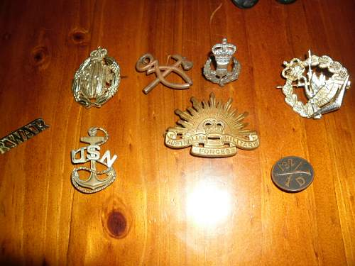 Hi need some help to identify these buttons and cap badges :D