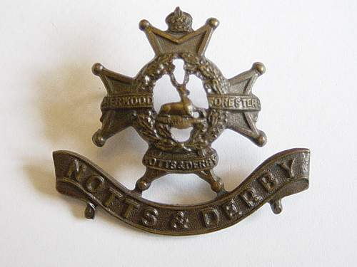 Click image for larger version.  Name:Sherwood Foresters Officers bronze cap badge..jpg Views:311 Size:149.6 KB ID:61976
