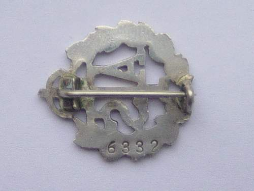 The early 1939 ATS silver lapel badge issued in lieu of uniform