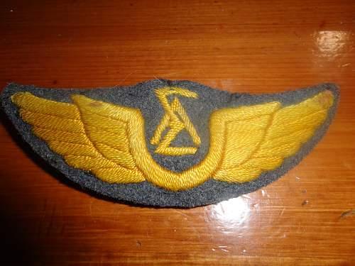 "WW2 Greek Air Force Badge and ""wings""  need help"