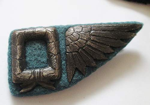 WW1 or WW2 pilot wing badges?  Age?  Genuine?  Help needed.  3 of 20+ pieces shown.