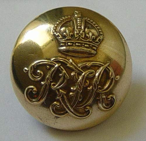 Click image for larger version.  Name:Royal Tank Regt shoulder titles and button 001.JPG Views:329 Size:123.7 KB ID:84860