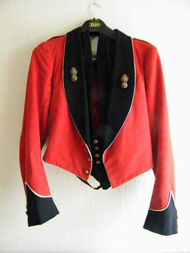Click image for larger version.  Name:RWF mess jacket and waistcoat 1.jpg Views:36 Size:213.0 KB ID:861742
