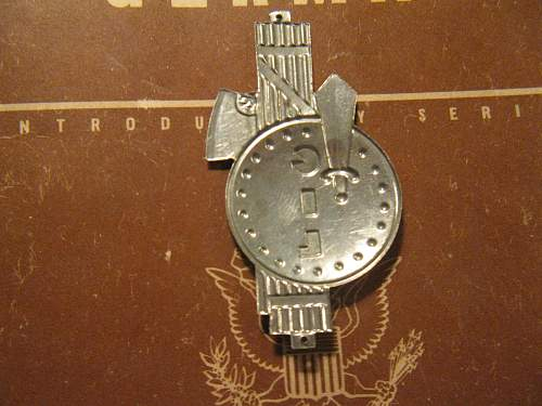 Click image for larger version.  Name:WWI AND GIL BADGES 003.jpg Views:59 Size:252.1 KB ID:301251