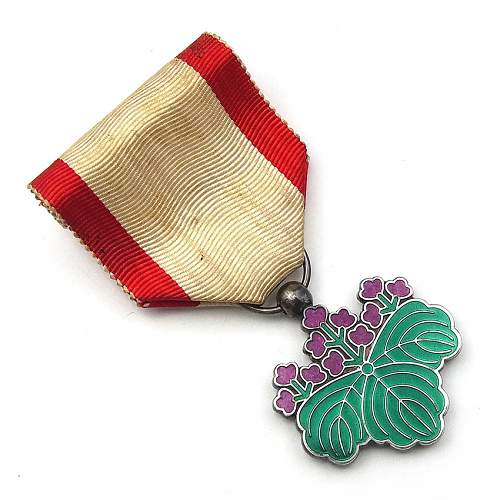 Click image for larger version.  Name:2 a WWII Rising Sun Medal 7th Class.jpg Views:122 Size:138.1 KB ID:611341