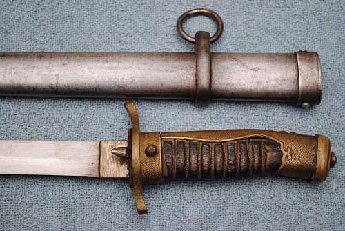 Jpananese short sword/dirk??