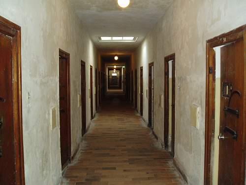 001 Dachau confinement cells.jpg