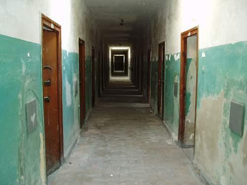 002 Dachau confinement cells.jpg