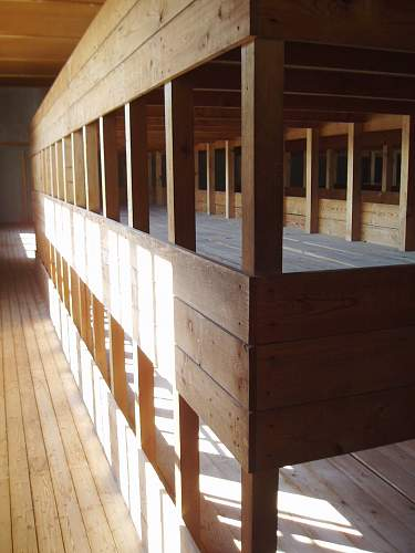 006 Dachau accn hut.jpg