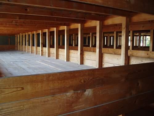 007 Dachau accn hut.jpg