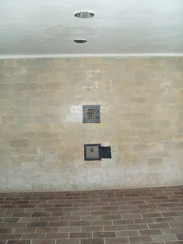 011 Dachau gas chamber.jpg