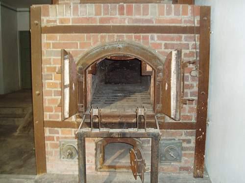 013 Dachau crematorium.jpg
