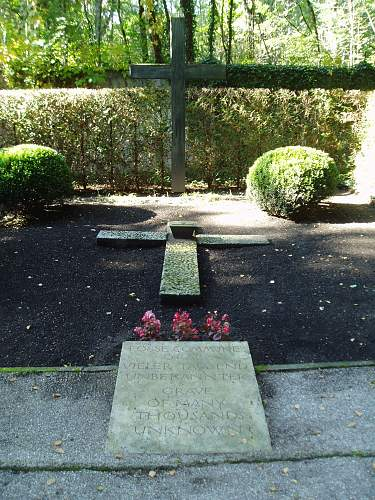019 Dachau mass grave.jpg