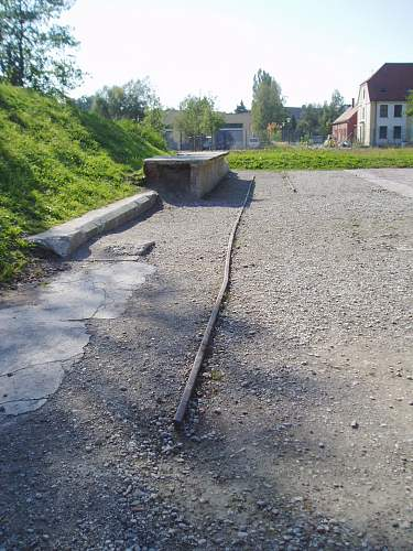 022 Dachau railway platform outside.jpg