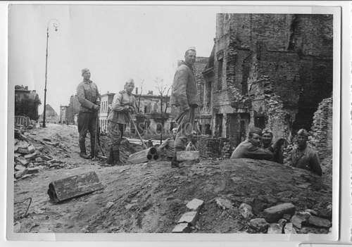 Click image for larger version.  Name:Warsaw-1945_russians.jpg Views:3 Size:64.0 KB ID:601341