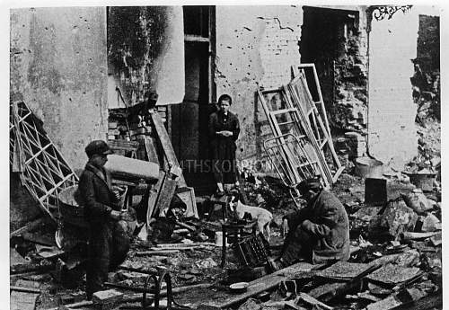 Click image for larger version.  Name:Warsaw_1945.jpg Views:2 Size:106.3 KB ID:601406