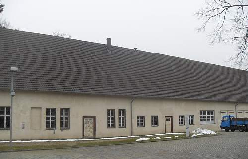 Ravensbrück Wasserwerke - Effektenkammer (4).JPG