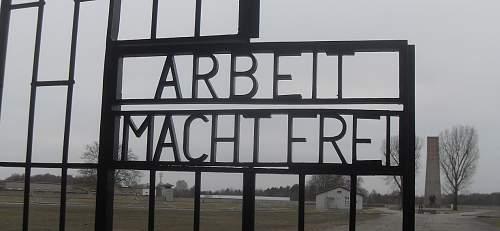 Sach - Haupteingang - Häftlingslager (5).JPG