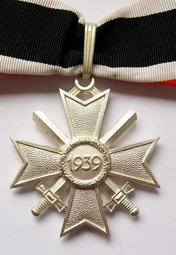 Is this Ritterkreuz des Kriegsverdienstkreuz real?