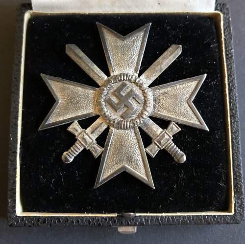Kriegsverdienstkreuz 1 klasse mit schwerter - wire pin