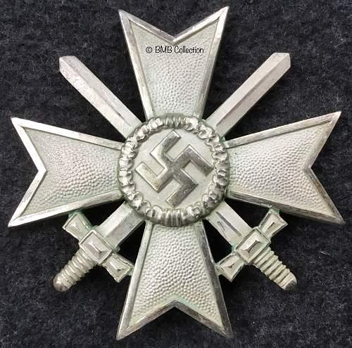 Kriegsverdienstkreuz 1.Klasse mit Schwertern. Deschler horde cross.