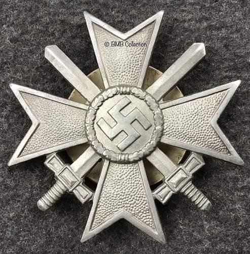 Kriegsverdienstkreuz Klasse 1 mit schwertern, screwback L/53 zinc.