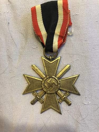Authentic Kriegsverdienstkreuz 2.Klasse mit Schwertern?