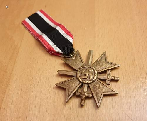 Need help with Kriegsverdienstkreuz 2.Klasse mit Schwertern