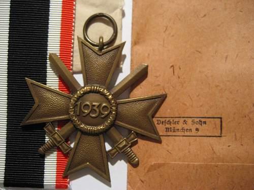 Click image for larger version.  Name:Desch. Hoard KVK 2nd klasse w. swords rear2.jpg Views:166 Size:249.5 KB ID:145490