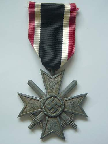 Click image for larger version.  Name:War Merit Cross 2nd class with swords. 001.jpg Views:93 Size:147.4 KB ID:145586