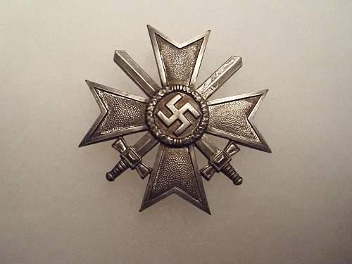 Kriegsverdienstkreuz 1.Klasse mit Schwertern help if real or fake