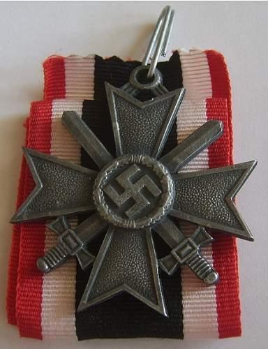 Das Ritterkreuz des Kriegsverdienstkreuz mit Schwerten.