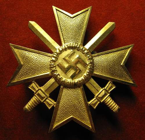 Click image for larger version.  Name:008 War Merit Cross 1. class with swords.jpg Views:67 Size:78.0 KB ID:410317