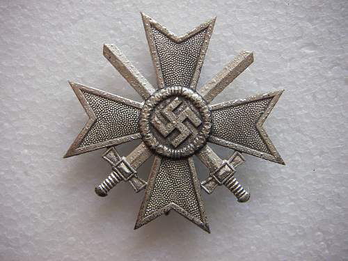 Click image for larger version.  Name:Kriegsverdienstkreuz 1.Klasse mit Schwertern unmarked 3.jpg Views:200 Size:287.7 KB ID:435387